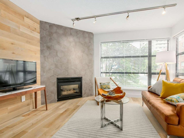 404 124 W 3RD STREET - Lower Lonsdale Apartment/Condo for sale, 2 Bedrooms (R2084084) #4